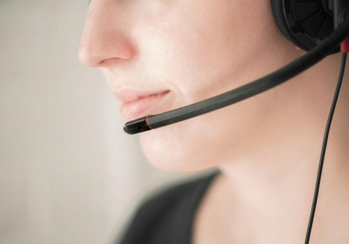 contact-customer-service_925x