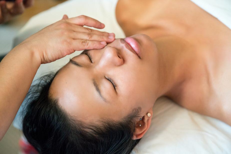 spa-facial-treatment_925x