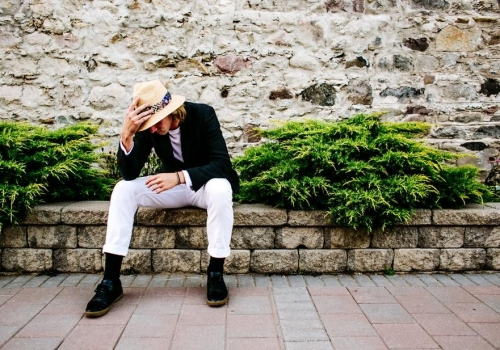male-model-posing-outdoors_925x