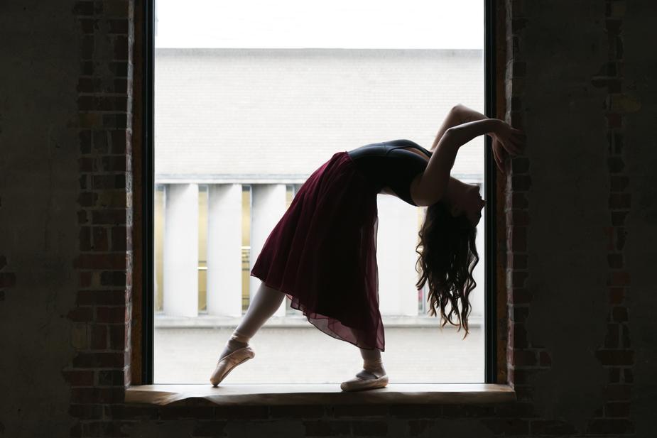 dancer-bends-back-in-window_925x